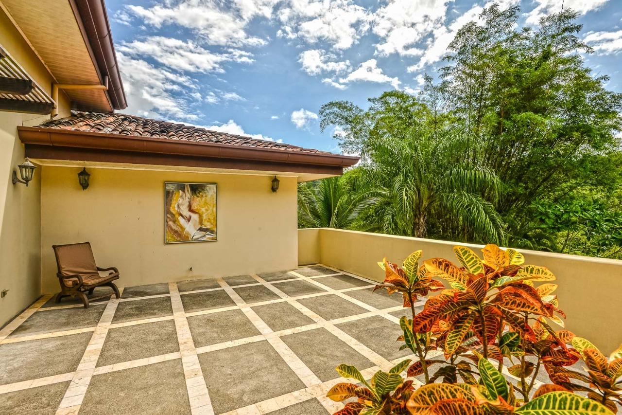 Los Sueños Colonial Style Home (16)