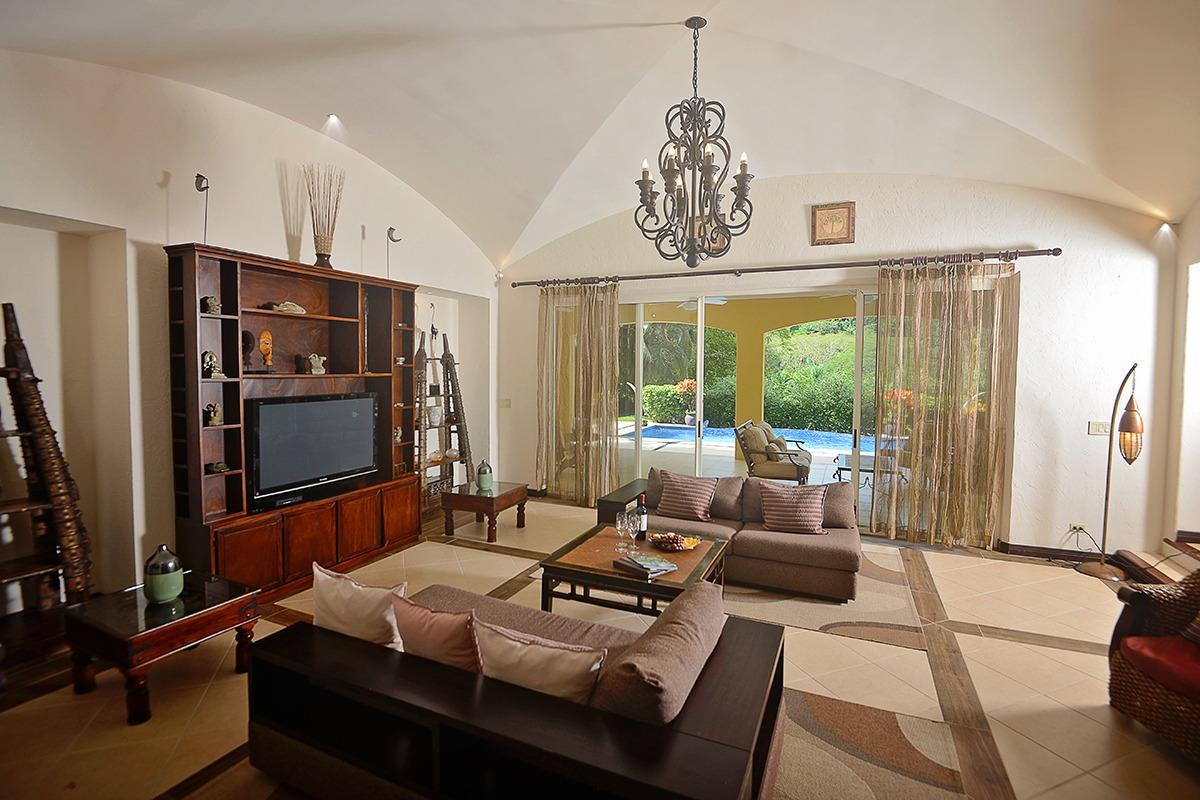 Los Sueños Colonial Style Home (17)