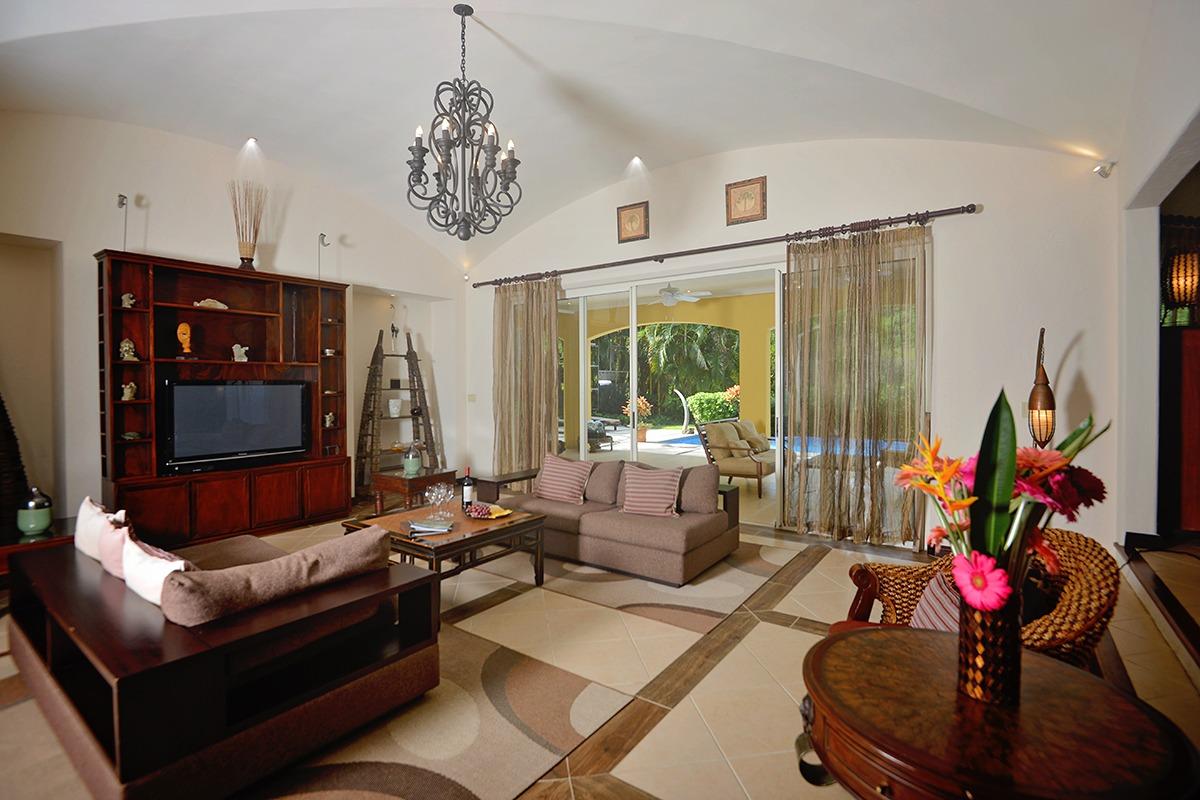 Los Sueños Colonial Style Home (19)