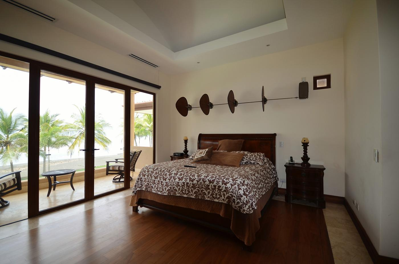 Title Luxury Ocean Front home For Sale (2)