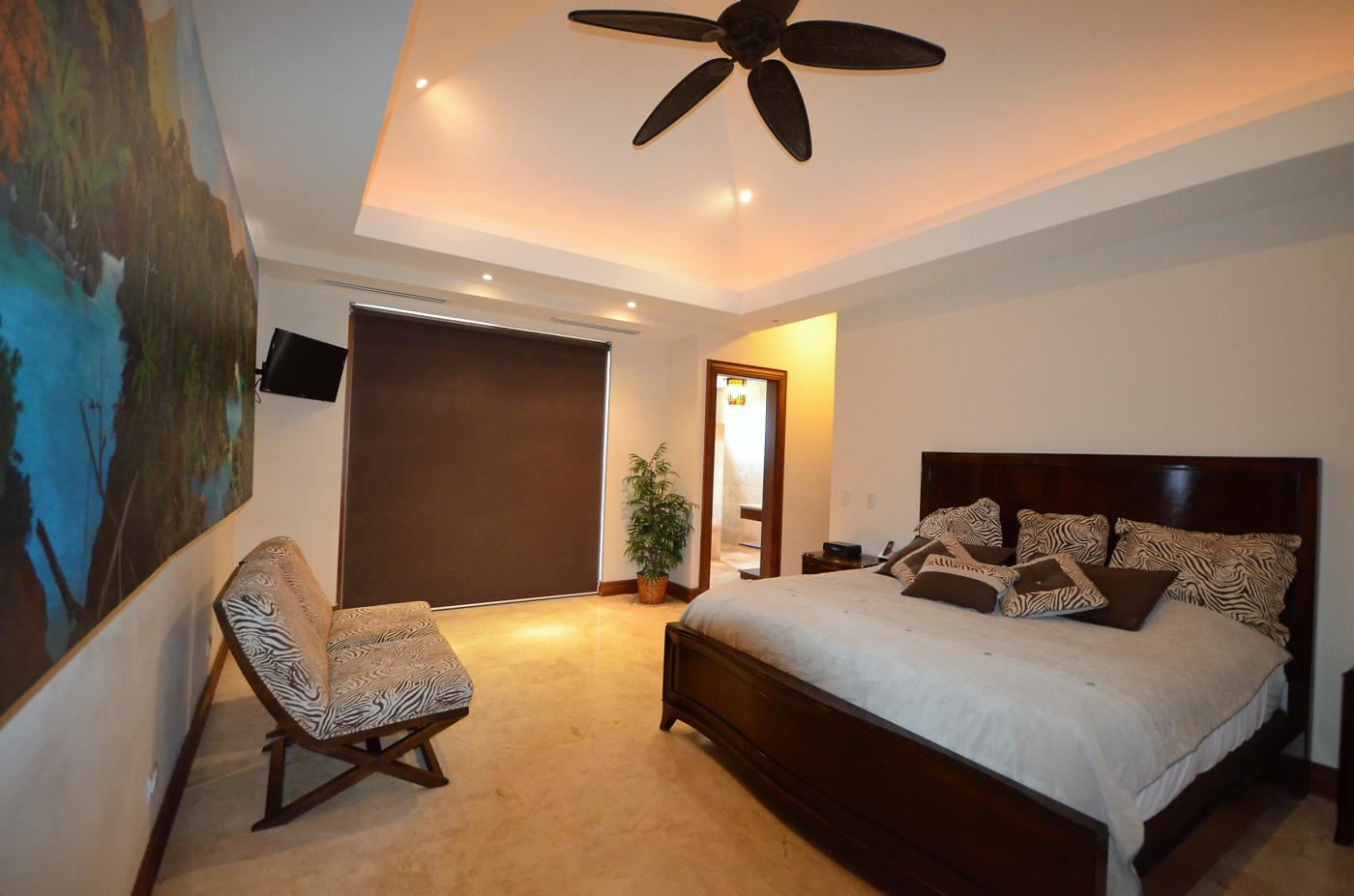 Title Luxury Ocean Front home For Sale (5)